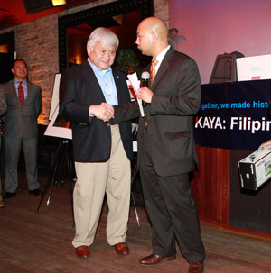 Mark Grafilo (left), Director of San Francisco's KAYA Chapter, presents Congressman Honda with an award of recognition at the KAYA event on September 28, 2009. Photo by Gary Cruz at amazestudios.com.